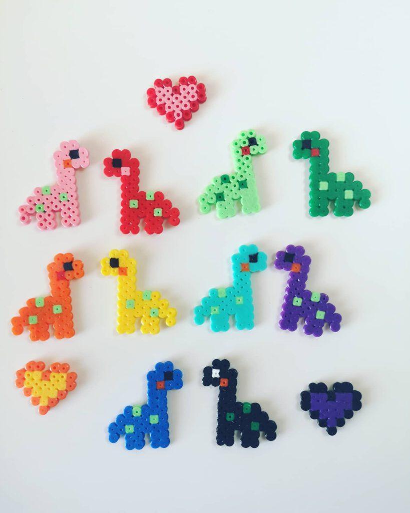 Dinosaurier Mobile aus Bügelperlen basteln
